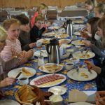 Vakarienė Jaunimo sodyboje